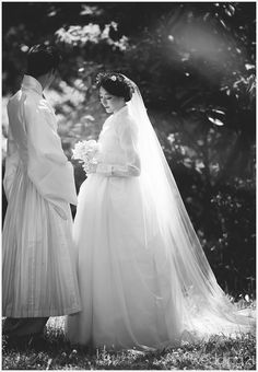 39 New ideas for hair wedding korean traditional clothes Korean Traditional Dress, Traditional Fashion, Traditional Wedding, Traditional Dresses, Korean Dress, Korean Outfits, Fluffy Wedding Dress, Wedding Dresses, Hair Wedding