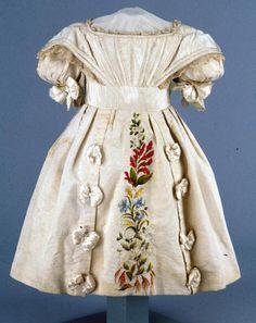 Girl's dress, 1825-1835, Colonial Williamsburg.