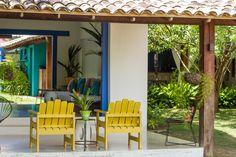 Localizada na Vila do Outeiro, está a 5min de 3 praias: Espelho, Amores e Outeiro. Possui 7 suítes amplas, claras e arejadas, ar condicionado, TV, internet e fr #pousada #BrisasdoEspelho #Trancoso #cores #Bahia