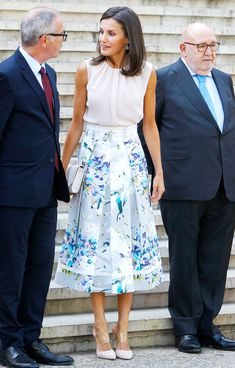 Spanish Queen, Lace Skirt, Midi Skirt, Victoria Beckham Style, Queen Letizia, Office Outfits, Pretty Outfits, Pretty Clothes, Dress Outfits