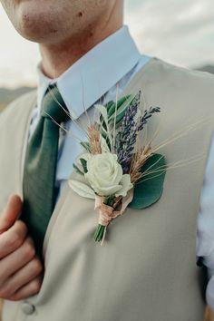 Fall Wedding Inspiration: A Bountiful Wheat Harvest|Photographer: Hawkeye Photography
