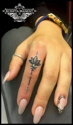 Hand Tattoos for Women . Hand Tattoos for Women . Tattoo Am Finger, Finger Tattoo For Women, Hand Tattoos For Women, Small Hand Tattoos, Finger Tattoo Designs, Henna Tattoo Designs, Tattoos For Guys, Womens Finger Tattoos, Cover Up Finger Tattoos