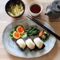 朝ごはんとお弁当(作りおきのおかずなど))#和ンプレート#のっけ弁 by くんきんさん | レシピブログ - 料理ブログのレシピ満載! 朝ごはん*味玉*菜の花の辛子和え*糠漬け*海苔のおにぎり*味噌汁(豆腐、長ネギ)お弁当*切り干し大根の煮物*鶏ムネ肉のポン酢焼き*味玉*梅干し*じゃが芋のきんぴら*きゅうりと長ネギのさっと炒め相変わら...
