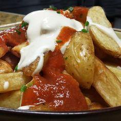 Aquí tienes varias recetas para hacer unas buenas patatas bravas, una de nuestras tapas más tradicionales.