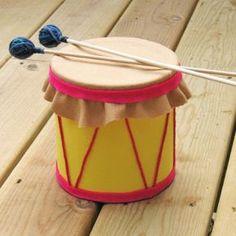 Cute DIY-- coffee can drum! - tambor com feltro Preschool Crafts, Fun Crafts, Arts And Crafts, Formula Can Crafts, Baby Formula Cans, Formula Containers, Plastic Containers, Diy For Kids, Crafts For Kids