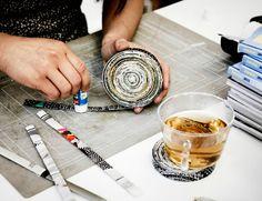Pásiky z katalógu IKEA niekto lepí do okrúhlej podložky pod pohár