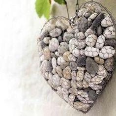 Piedras y maya de gallinero