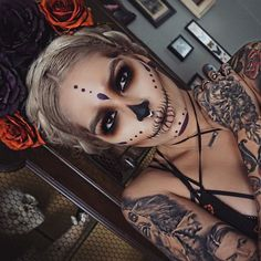 halloween candy skull tutorial look Halloween Inspo, Halloween Kostüm, Halloween Face Makeup, Halloween Costumes, Skeleton Costumes, Vintage Halloween, Maquillaje Sugar Skull, Helloween Make Up, Sugar Skull Makeup