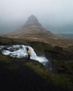 Mt. Kirkjufell, Iceland The Great Escape, Oregon Travel, Iceland Travel, Vacation Spots, Travel Destinations, Travel Tips, The Good Place, Beautiful Places, Waterfall