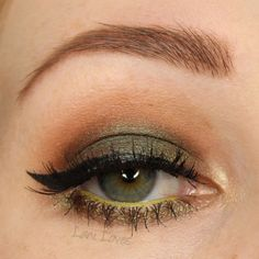 Notoriously Morbid Skunk Ape eyeshadow swatches & review