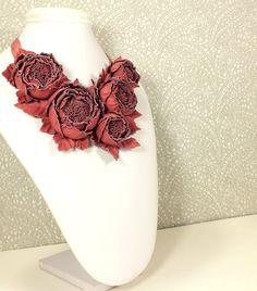 Купить Танец Роз. Клюквенный. Колье из натуральной кожи в интернет магазине на Ярмарке Мастеров