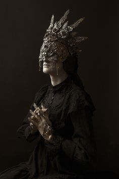 https://flic.kr/p/BZawkm | She Who Cannot See, But Isn't Blind | Model - Astrid Mask - Hysteria Machine Claws & Handpieces - Arma Medusa Photography - Sheridan's Art