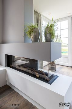 Fantastic Cost-Free Contemporary Fireplace gas Style Modern fireplace designs can cover a broader category compared with their contemporary counterparts. Home Fireplace, Modern Fireplace, Fireplace Design, Fireplaces, Home Living Room, Living Room Designs, Living Room Decor, Home Interior Design, Modern Decor