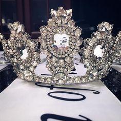 Корона: Севда Фараджова 27 отметок «Нравится», 2 комментариев — @royal_models_agency_kiev в Instagram: «Уже завтра, нашей победительнице оденут вот такую шикарную корону от @sievda.fj 😃👸🏼👑🎉🎁 #kiev…»