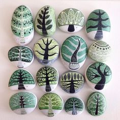 Painting stones are a creative way to imbue an ordinary object with art. Ignite your imagination with these rock painting ideas you can try today. Pebble Painting, Pebble Art, Stone Painting, Painting Trees, Ink Painting, Stone Crafts, Rock Crafts, Arts And Crafts, Rock Painting Patterns