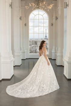 Rochie de mireasa cu trena realizata din tafta duchesse si dantela rebrodata. Paris, Weddings, Future, Wedding Dresses, Fashion, Dress, Bridal Dresses, Moda, Montmartre Paris