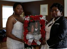 Family of Philando Castile Demands DOJ Investigation into His Death | Allysza Castile, the sister of Philando Castile, and their mother, Valerie, holding a photo of the slain Minnesota man. Photo by Joshua Lott for the New York Times.
