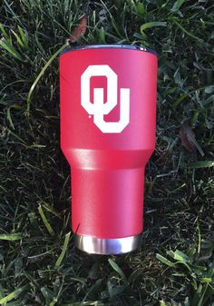 Enjoy a drink and carry your Sooners spirit wherever you go with this Oklahoma Sooners Team Logo Stainless Steel Tumbler. Rally House has a great selection of new and exclusive Oklahoma Sooners t-shirts, hats, gifts and apparel, in-store and online. University Of Oklahoma, Oklahoma Sooners, Collage Football, Boomer Sooner, Team Logo, Stainless Steel, Powder Coating, Insulation, Epoxy