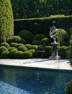 Oscar de la Renata Garden http://markdsikes.com/2013/07/30/my-perfect-place-part-2-oscars-garden/