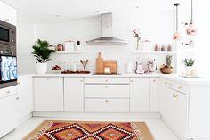 Una blanca cocina luminosa | Decoración