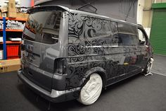 The Reforma VW Transporter Wrap looks amazing; featuring a pattern on the original bodywork and a Raspberry Blue wrap on top. See photos and more - Reforma Vw T5, Transporteur Volkswagen, Volkswagen Transporter, Transporter Van, T6 California, Toyota Alphard, Vehicle Signage, Astro Van, Vw Crafter