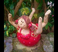 http://de.dawanda.com/product/84669971-badende-molly-gartenkeramik-rosenkugel