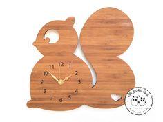 Uhr Eichhörnchen aus Bambus Coffee von PandaLove auf DaWanda.com