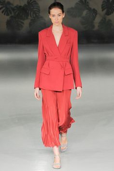 See all the Collection photos from Barbara Casasola Spring/Summer 2015 Ready-To-Wear now on British Vogue London Fashion Weeks, Runway Fashion, Fashion Show, Fashion Outfits, Fashion Design, Coral Fashion, Red Outfits, Rock Fashion, Fashion 2015