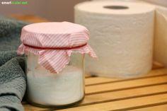 Wenn es im Bad oder WC schlecht riecht, hilft dieser preiswerte, selbst gemachte Natron-Lufterfrischer! Er beseitigt den Geruch, statt ihn nur zu überdecken.