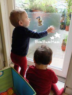 Giochi sensoriali - Pellicola adesiva - Con questo genere di giochi sensoriali puoi aiutare moltissimo tuo figlio nel suo sviluppo. Proponilo al tuo bimbo e gli darai un ottimo stimolo. BimBumMam