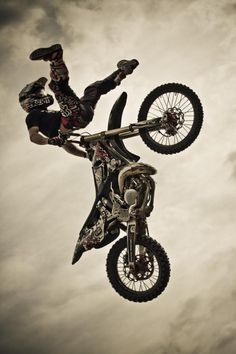 Freestyle motocross Redbull.....The Bar Hop
