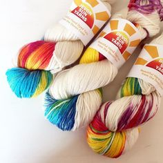 A new week full of lovely things and lots of bright colourful yarn. Have a great Monday #wakeuptoyarn