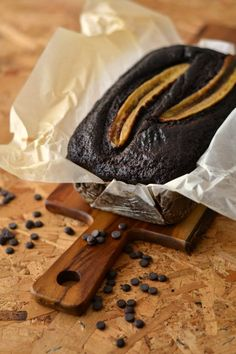 Pão de Banana e Chocolate com Pepitas de Cacau - http://gostinhos.com/pao-de-banana-e-chocolate-com-pepitas-de-cacau/