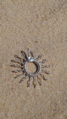 Schmuckanhänger Sonne, aus Kupferdraht versilbert, Sonne, Drahtschmuck, Durchmesser ca. 4 cm, verschiedene Modelle, auch individualisierbar auf Anfrage