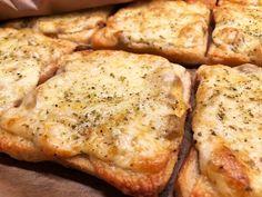 A Food, Food And Drink, Swedish Recipes, Salad Sandwich, Food Inspiration, A Table, Tapas, Sandwiches, Stuffed Mushrooms