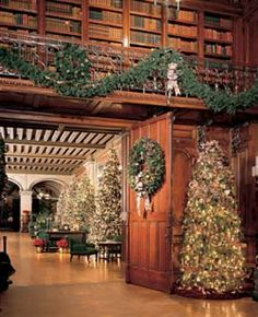 biltmore holiday decor | ... , filling the 250-room Biltmore House with the scent of Christmas