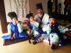 The triplets: Dae Han, Min Guk and Man Se, are triplet sons of actor Song Il Gook and his wife, Jung Seung Yeon. Cute Kids, Cute Babies, Song Il Gook, Superman Kids, Man Se, Song Daehan, Song Triplets, Korean Shows, Make You Smile