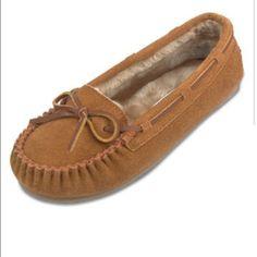 Minnetonka Moccasins Warn only a handful of times, lots of wear left! Size 7 Minnetonka Shoes Moccasins