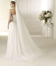 Pronovias presents the Devesa wedding dress. Fashion 2013. | Pronovias