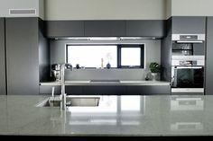 Vindu over kjøkkenbenk med rom for oppvasksåpe