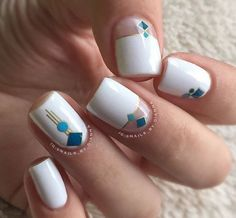 White acrylic nails never go out of fashion. Artificial nails are great timesavers, no doubt. Dream Nails, Love Nails, My Nails, White Glitter Nails, White Acrylic Nails, Fancy Nails, Trendy Nails, Acrylic Nail Designs, Nail Art Designs