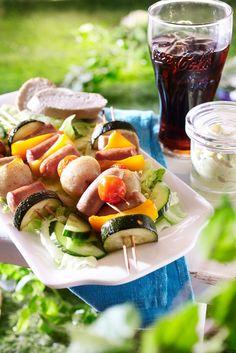 Makkaramix-vartaat ja omenatsatsiki   Makkararuoat   Pirkka #barbeque #food