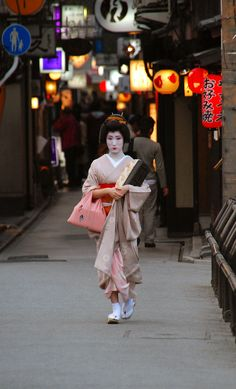 Evening in Pontocho with geiko Hisano
