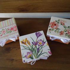Caixa mdf com sabonete Natura decorado. Tableware, Google, Painted Boxes, Dibujo, Wood, Home, Dinnerware, Tablewares, Dishes