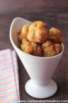 Receta paso a paso - Cod fritters. Recipe step by step Portuguese Recipes, Mexican Food Recipes, Latin American Food, Spanish Tapas, Spanish Dinner, Spanish Cuisine, Spanish Food, Salty Foods, Appetizer Recipes