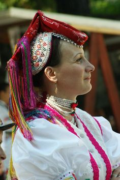 European Costumes, Hungarian Embroidery, Folk Dance, Folk Costume, Headgear, Fashion History, Headdress, Traditional Dresses, Hungary