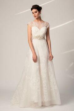 Los 70 vestidos de novia con escote ilusión más románticos de la temporada Image: 8