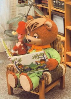 TV Maci képeslapon: És Makk Marcis könyvet olvasga Love Bear, Cute Little Things, Kids Shows, Illustrations And Posters, Happy Day, Childhood Memories, Retro Vintage, Old Things, Budapest