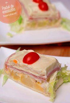 Pastel de ensaladilla rusa , Pastel de ensaladilla rusa, vídeo receta paso a paso. Cómo hacer un fácil pastel de ensaladilla, un entrante fácil o cena rápida.