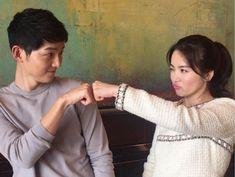 5 Adorable real-life photos of Descendants of the Sun's Song Joong Ki and Song Hye Kyo